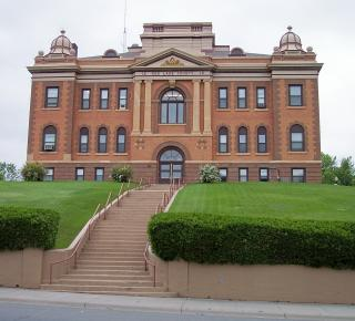 Red_Lake_County_Courthouse.jpg by Freebase